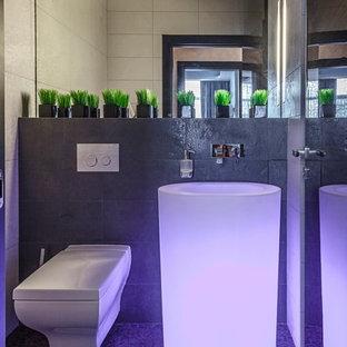 Aménagement d'un petit WC et toilettes contemporain avec un WC suspendu.