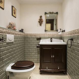 На фото: туалеты в классическом стиле с темными деревянными фасадами, инсталляцией, зеленой плиткой, плиткой кабанчик, бежевым полом, фасадами островного типа, разноцветными стенами и консольной раковиной