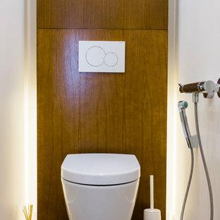 На фото: туалет в современном стиле с инсталляцией с