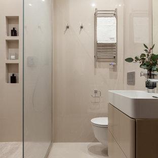 Пример оригинального дизайна: туалет в современном стиле с плоскими фасадами, бежевыми фасадами, инсталляцией, бежевой плиткой, монолитной раковиной и бежевым полом
