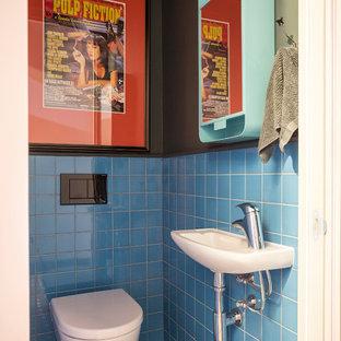 Imagen de aseo actual con baldosas y/o azulejos azules