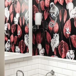 Свежая идея для дизайна: туалет в стиле современная классика с белой плиткой, плиткой кабанчик, разноцветными стенами и монолитной раковиной - отличное фото интерьера