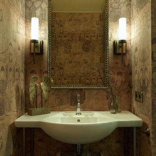 Идея дизайна: маленький туалет в восточном стиле с консольной раковиной и разноцветными стенами
