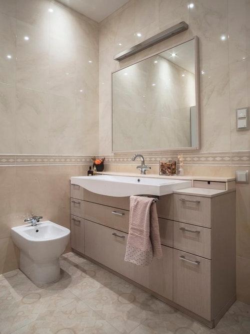 g stetoilette g ste wc mit beigen schr nken und bidet. Black Bedroom Furniture Sets. Home Design Ideas