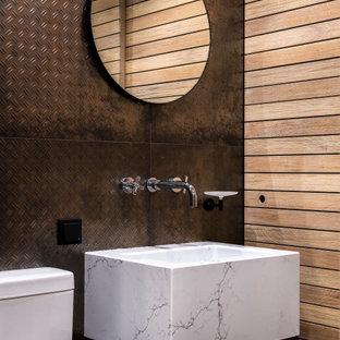 На фото: туалет в стиле лофт с