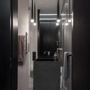 Свежая идея для дизайна: туалет в стиле лофт с раковиной с пьедесталом - отличное фото интерьера