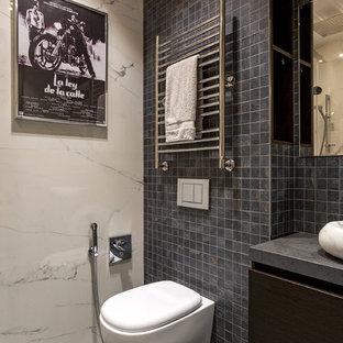На фото: туалеты в современном стиле с раздельным унитазом, серой плиткой, плиткой мозаикой, полом из мозаичной плитки, настольной раковиной и серым полом