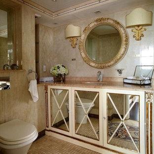 Идея дизайна: туалет в классическом стиле с стеклянными фасадами, раздельным унитазом, бежевой плиткой, врезной раковиной и бежевым полом