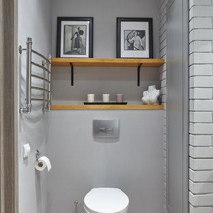На фото: туалеты в стиле современная классика с инсталляцией, серыми стенами и разноцветным полом