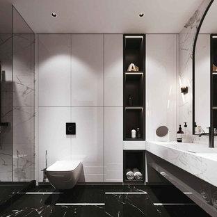 他の地域の中くらいのコンテンポラリースタイルのおしゃれなトイレ・洗面所 (オープンシェルフ、黒いキャビネット、壁掛け式トイレ、茶色いタイル、石スラブタイル、ベージュの壁、大理石の床、アンダーカウンター洗面器、御影石の洗面台、白い床、黒い洗面カウンター、造り付け洗面台、格子天井、レンガ壁) の写真