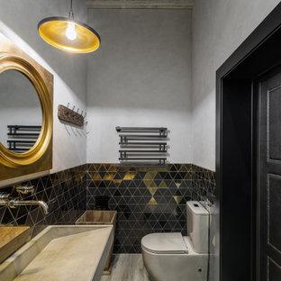 Idées déco pour un WC et toilettes montagne avec un plafond en poutres apparentes.