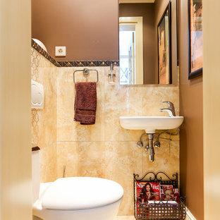 Новые идеи обустройства дома: туалет в современном стиле с инсталляцией, бежевой плиткой, коричневыми стенами и подвесной раковиной
