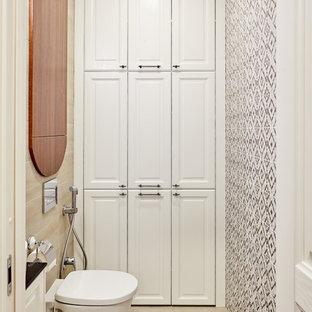 Diseño de aseo actual con armarios con paneles con relieve, puertas de armario blancas, sanitario de pared, suelo beige, baldosas y/o azulejos blancas y negros y encimeras negras