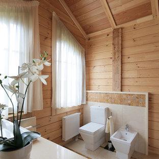 Cette image montre un grand WC et toilettes rustique avec des portes de placard blanches, un carrelage marron, carrelage en mosaïque, un mur beige et un sol beige.