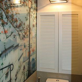 На фото: туалет в стиле современная классика с бежевыми стенами и пробковым полом с