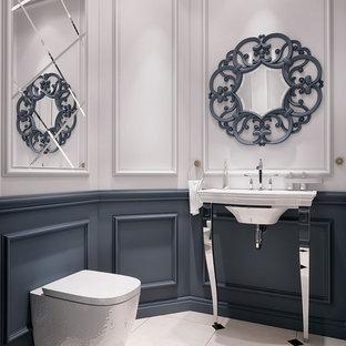 Esempio di un grande bagno di servizio chic con nessun'anta, WC a due pezzi, piastrelle beige, pareti bianche, pavimento con piastrelle in ceramica, lavabo a colonna, top in acciaio inossidabile, pavimento bianco e top marrone