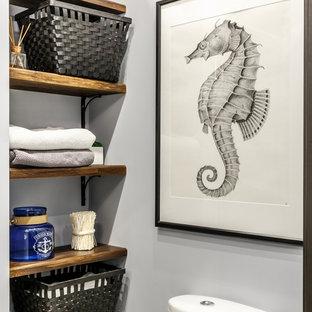 Идея дизайна: туалет в современном стиле с серыми стенами