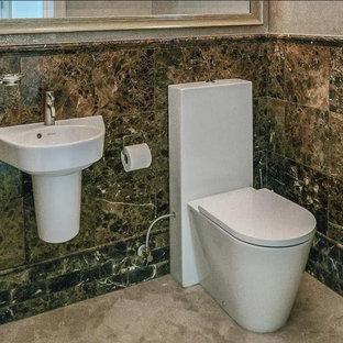 Неиссякаемый источник вдохновения для домашнего уюта: маленький туалет в средиземноморском стиле с унитазом-моноблоком, коричневой плиткой, мраморной плиткой, бежевыми стенами, мраморным полом, подвесной раковиной и бежевым полом