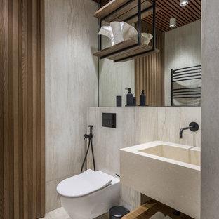 Aménagement d'un WC et toilettes contemporain avec un sol en travertin et un sol beige.