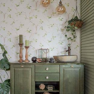 Idée de décoration pour un WC et toilettes style shabby chic avec un sol en bois foncé, un sol marron, un placard en trompe-l'oeil, des portes de placards vertess, un mur multicolore, une vasque et un plan de toilette vert.
