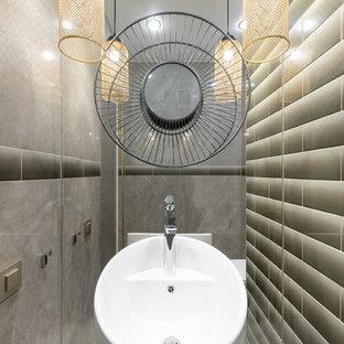 Пример оригинального дизайна: маленький туалет в современном стиле с полом из керамогранита, белым полом, серой плиткой и раковиной с пьедесталом