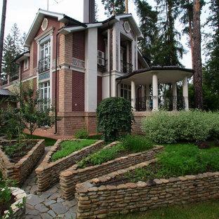 Пример оригинального дизайна интерьера: огород на участке в классическом стиле с полуденной тенью