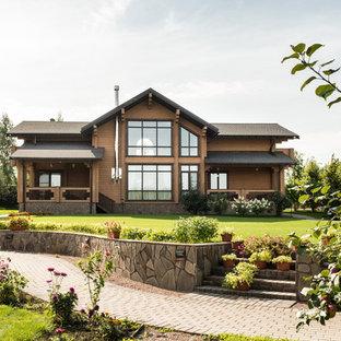 Пример оригинального дизайна: солнечный, летний участок и сад в стиле кантри с подпорной стенкой и освещенностью