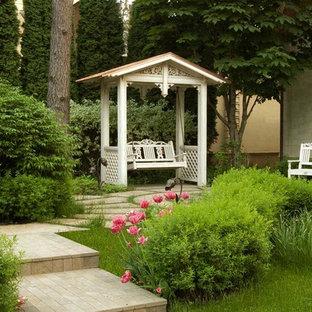 Свежая идея для дизайна: геометрический, летний участок и сад в классическом стиле - отличное фото интерьера