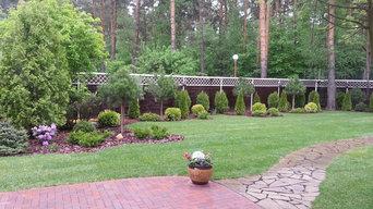 Хвойные композиции, рулонный газон. Клинкерная площадка стыкуется с ландшафтной