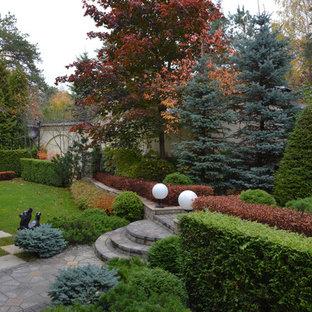 Пример оригинального дизайна: геометрический, тенистый, осенний участок и сад в классическом стиле