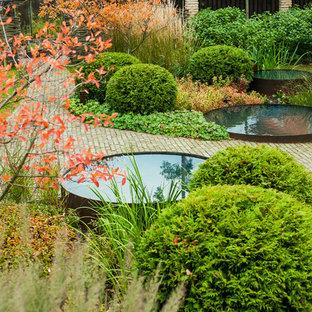 Удачное сочетание для дизайна помещения: осенний сад в современном стиле с прудом - самое интересное для вас