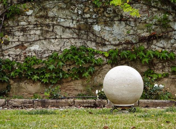 Contemporary Garden by Кино и Свет