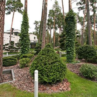 На фото: летние участки и сады в современном стиле с полуденной тенью