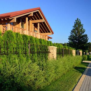 Пример оригинального дизайна: солнечный, летний участок и сад в классическом стиле с освещенностью