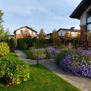 Свежая идея для дизайна: участок и сад в современном стиле - отличное фото интерьера