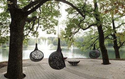 Обставляем лужайку: 8 стратегий украшения ландшафта мебелью