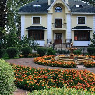 Пример оригинального дизайна: участок и сад в классическом стиле