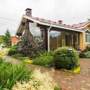 Сад с зеленой крышей