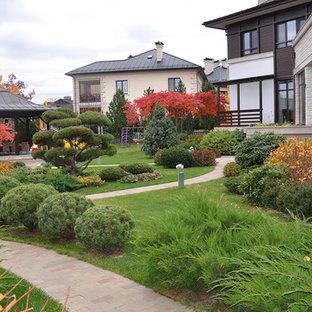 Свежая идея для дизайна: осенний, солнечный участок и сад среднего размера в современном стиле с хорошей освещенностью, мощением клинкерной брусчаткой и садовой дорожкой или калиткой - отличное фото интерьера