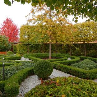 Стильный дизайн: геометрический, осенний участок и сад в викторианском стиле с полуденной тенью - последний тренд