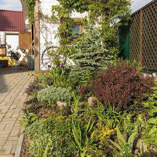 Стильный дизайн: солнечный, летний участок и сад в современном стиле с хорошей освещенностью - последний тренд