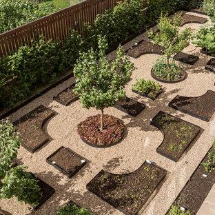 Создайте стильный интерьер: геометрический, солнечный, летний огород на участке в классическом стиле с освещенностью и покрытием из гравием - последний тренд