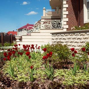 Неиссякаемый источник вдохновения для домашнего уюта: солнечный, летний участок и сад в стиле современная классика с освещенностью