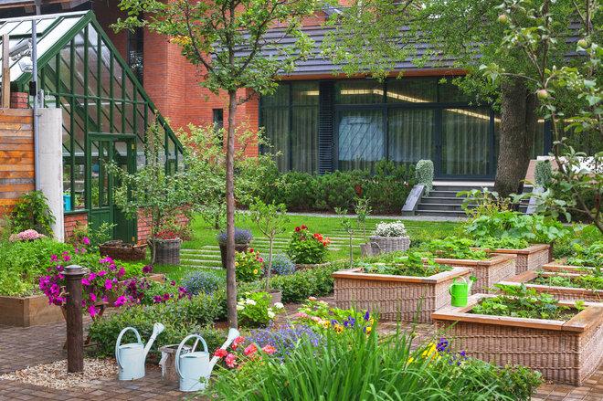 Traditional Garden by Ландшафтное бюро Мох