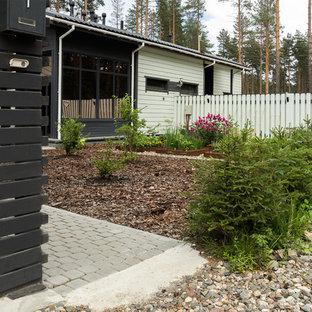 Идея дизайна: летний участок и сад в современном стиле с полуденной тенью