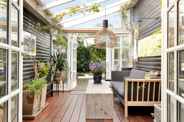 Scandinavian Sunroom by Arkitekturfotograferne / Martin Tørsleff