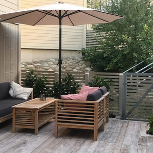 Small scandinavian backyard patio in Stockholm with a container garden and concrete pavers.