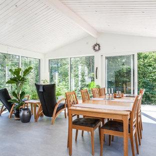 Inspiration för skandinaviska uterum, med tak och grått golv