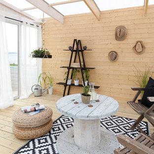 Inspiration för ett mellanstort skandinaviskt uterum, med ljust trägolv och glastak