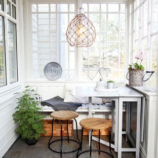 Idee per una piccola veranda scandinava con nessun camino